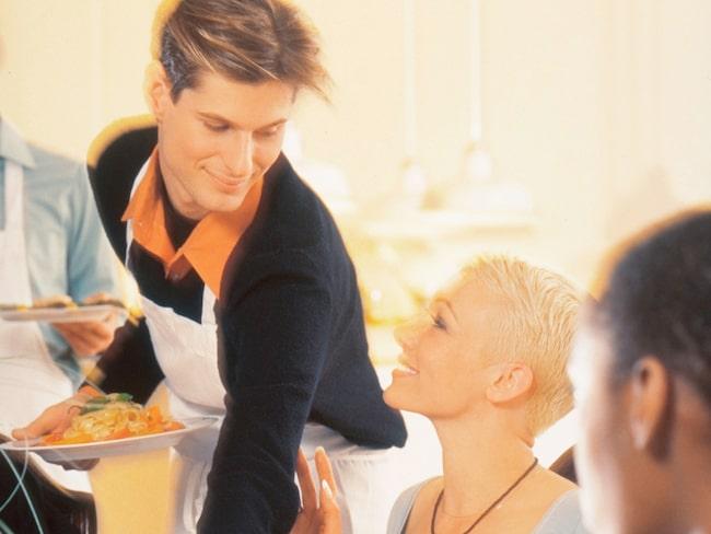 Han ansågs vara aggressiv, oförskämd och respektlös istället för en charmig servitör.