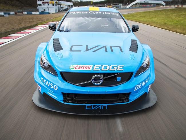 Volvo-bilarna rullar i WTCC med Cyan Racing – men det är bara en tidsfråga innan Volvo lämnar serien.
