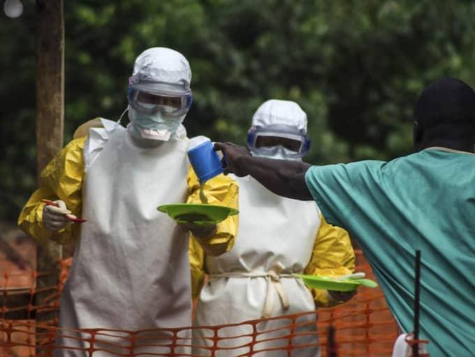 Liberisk vårdpersonal i skyddsdräkter mot Ebolaviruset.