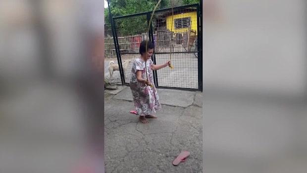 Lucy, 76, visar sina tricks i hopprep – imponerar på barnbarnen