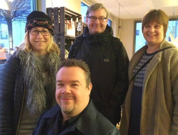 Helene Odenjung (L), David Lega (KD), Jonas Ransgård (M) och Ingrid Lindblad (C) visade sitt stöd för kaféet. Foto: Privat