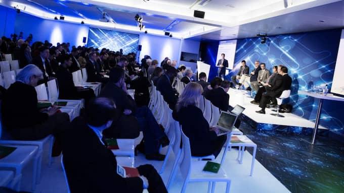 Globala internetkonferensen lockade 1 600 deltagare. Här ingår Bildt i en debattpanel inför många intresserade åhörare. Foto: Anna-Karin Nilsson