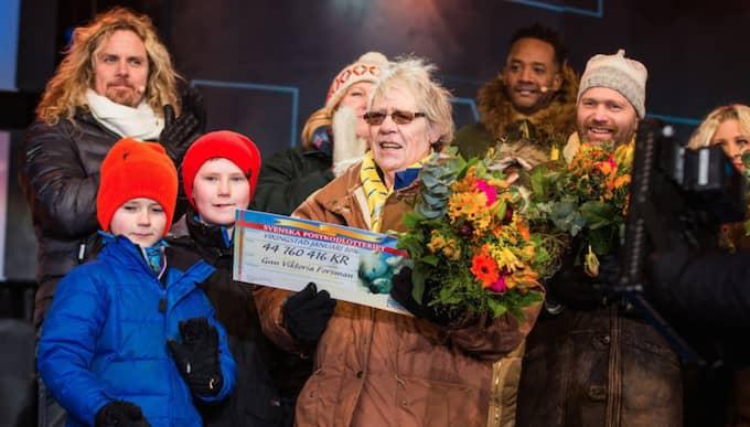 Gun vann 44 760 416 kronor, vilket är den största vinsten någonsin i Postkodlotteriet Foto: Studio Strandell/Svenska Postkodlotteriet
