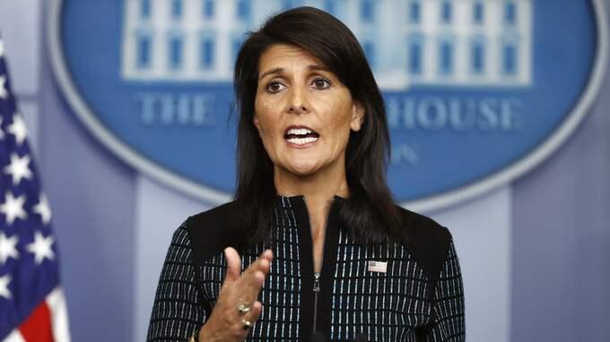 """Enligt USA:s FN-ambassadör Nikki Haley var president Trumps uttalande om att slå tillbaka mot Nordkorea med """"eld och vrede"""" inget tomt hot. Foto: CAROLYN KASTER / AP TT NYHETSBYRÅN"""
