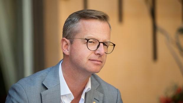 """Mikael Damberg: """"Ser med oro på delar av affären"""""""