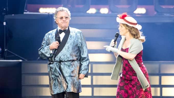 Tommy Körberg går på kraft och erfarenhet, men Helene Sjöholm är kvällens största stjärna på Ullevi. Foto: JOHAN VALKONEN / JOHAN VALKONEN/STELLA PICTURES STELLA PICTURES