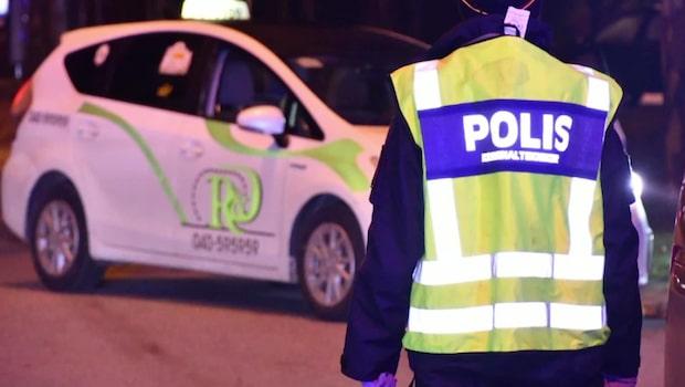 Razzia mot taxiföretag – färdtjänstbilar tas i beslag