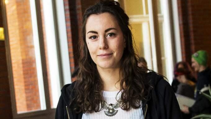 """Grön Ungdoms språkrör Hanna Lidström tycker att det finns en problematik med RKU, men försvarar ändå samarbetet. """"Jag ser problemen, men anser att det är viktigt att vara med i 8:e marskommittén som är en stor feministisk organisation"""", säger hon. Foto: Anders Ylander"""