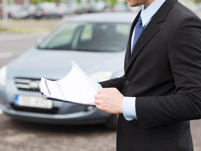 En garanti ska utställas av tillverkaren. Men företaget Svensk Fordonsgaranti har lurat kunder att de företräder märket och att de säljer en förlängd fordonsgaranti.