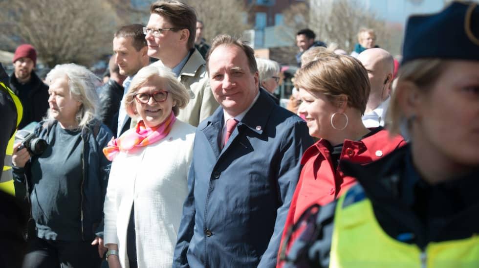 Ulla och Stefan Löfven med kommunalrådet Katrin Stjernfeldt Jammeh vid förstamajtåget i Malmö i år. Foto: Tommy Lindholm / ZUMAPRESS.COM/IBL ZUMA PRESS