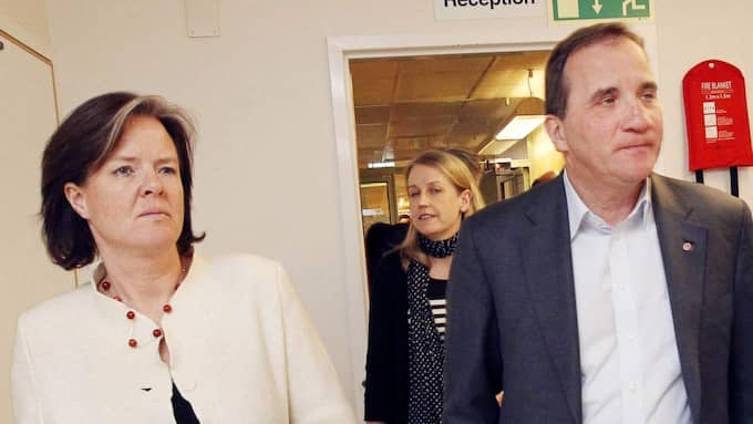 Tappar stort. Carin Jämtin och Stefan Löfven har en hel del att grubbla på - väljarstödet för Socialdemokraterna har sjunkit med 2,7 procentenheter sedan valet. Foto: Cornelia Nordström