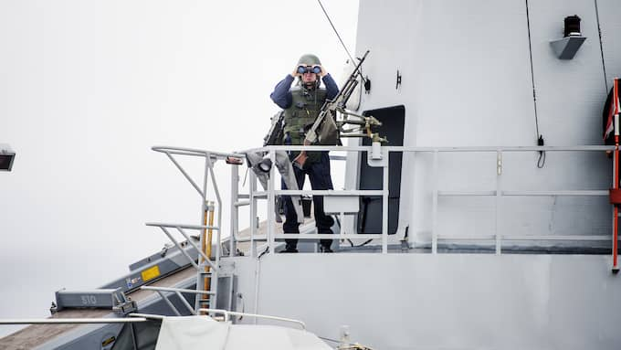 Svenska korvetten K11 HMS Stockholm på u-båtsjakt 2014. Ett symptom på det spända läget i Östersjön under senare år. Foto: EMIL NORDIN