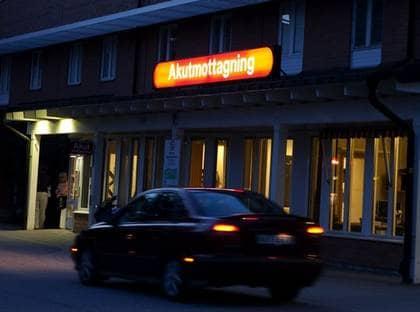 BLEV SNABBT SÄMRE. Här på Vrinnevisjukhuset i Norrköping vårdas 22-åringen. Efter att ha tagits in akut blev han omedelbart nedsövd och fick vårs i respirator. Foto: Roger Vikström