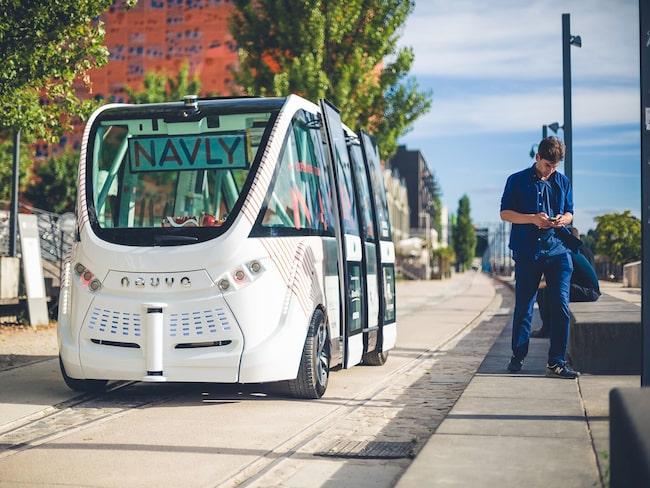 De små, självkörande bussarna har också testats på en kort sträcka i Stockholmsförorten Kista.