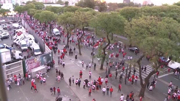 Spelarbussen attackerades av supportrar - fick ställa in matchen
