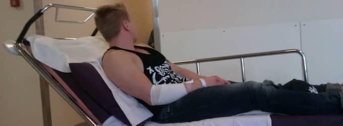 Philip Karlström, 20, kördes till sjukhuset i Karlskoga med proppar i lungorna – fick sova i förrådet. Foto: Privat