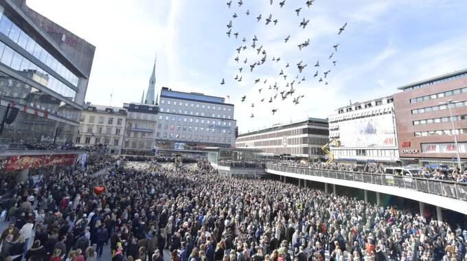 Tiotusentals personer på plats för manifestationen. Foto: Jessica Gow/Tt / TT NYHETSBYRÅN