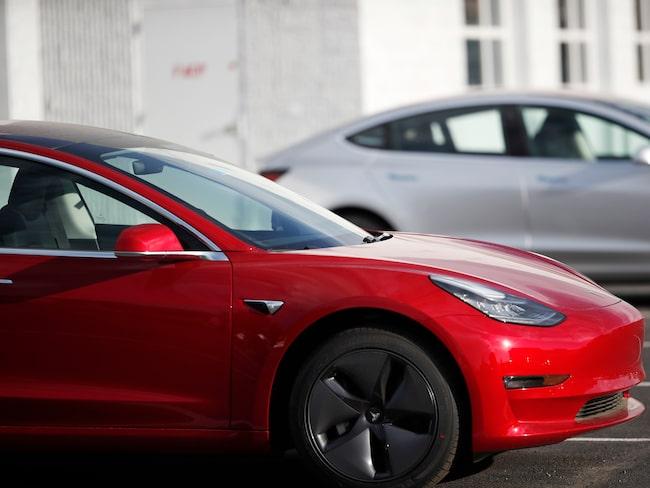 Tesla Model 3 har uppdaterats trådlöst och har nu en bromssträcka på drygt 40 meter, vilket är 6 meter kortare än tidigare.