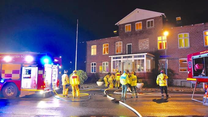 Styrkor från räddningstjänsten i Ystad, Tomelilla och Simrishamn ryckte ut till branden. Foto: ANDERS GRONLUND WWW.STRIXPHOTO.NET