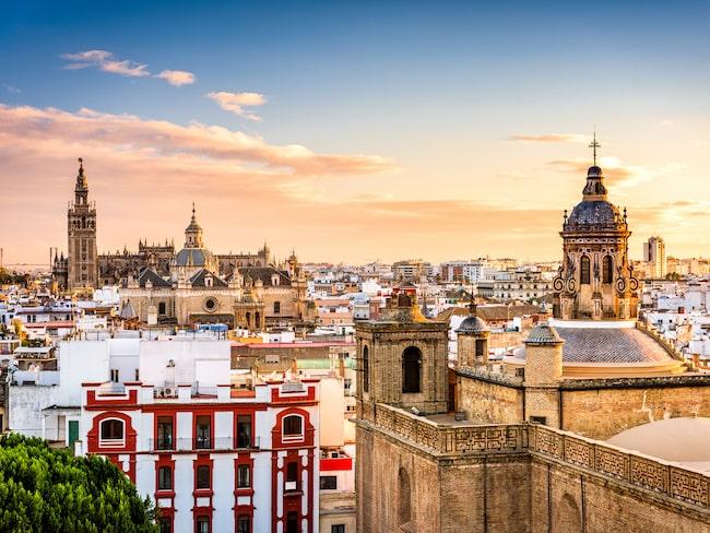 Sevilla, med sina pampiga byggnader och vackra torg, är Andalusiens största stad.