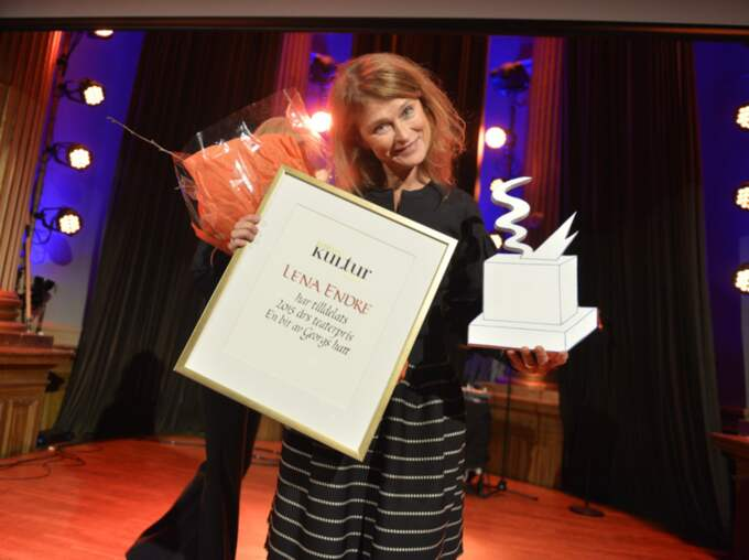 Skådespelerskan Lena Endre tog emot Expressens teaterpris. Foto: Anna-Karin Nilsson