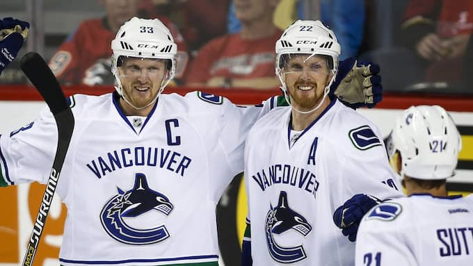 Henrik och Daniel Sedin. Foto: JEFF MCINTOSH / AP THE CANADIAN PRESS