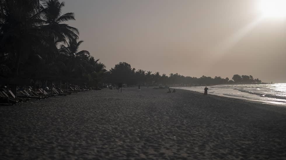 Många svenska och europeiska kvinnor reser till Gambia för att träffa kärleken eller en man att umgås med på semestern. Foto: CHRISTOFFER HJALMARSSON