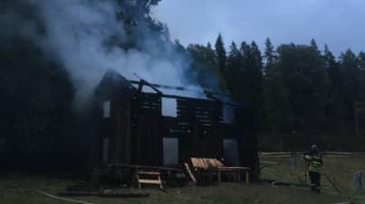 """""""Torpet"""" som brann ner. Foto: TV4"""