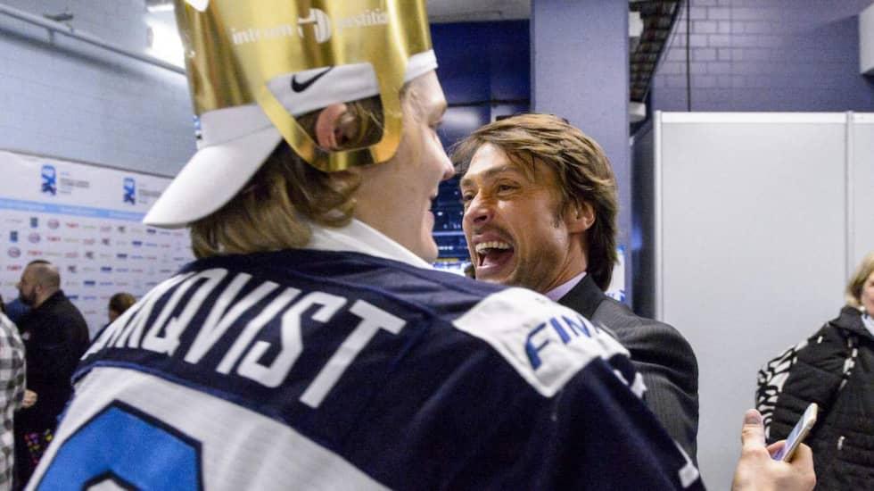 Kasper Björkqvist med finske ikonen Teemu Selänne. Foto: Olle Wande