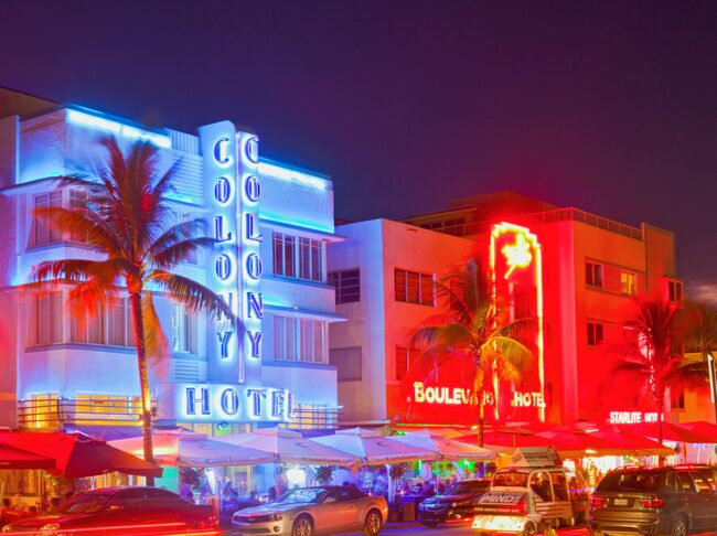 Ingen byggnad är den andra lik i Art Déco-distriktet, som  det välfotograferade Hotel Colony Hotel, byggt 1935.