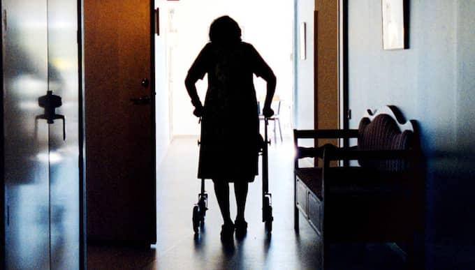 Dags att göra upp. Sveriges nya äldreminister, Åsa Regnér (S), borde se som sin uppgift att göra upp med den förmenta omsorgen inom svensk demensvård. Foto: Sofia Sabel