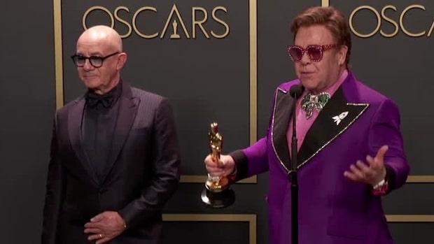 Elton John hyllar sin partner efter Oscarsvinsten