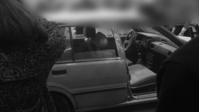 Gärningsmännen forcerade butiken med en bil och flydde i en annan.