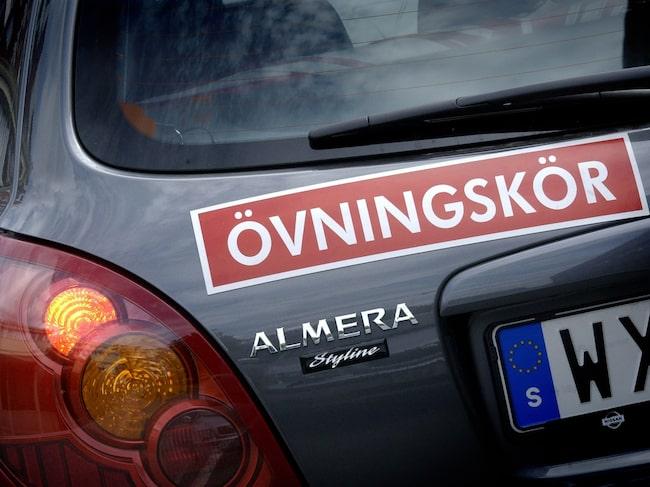 En lärare på Borgholms trafikskola misstänks för rattfylla. Företaget har också bedrivit utbildning utan att ha tillstånd från Transportstyrelsen. Bilen på bilden har inget med händelsen att göra.