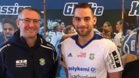 Mario Lipovac tillsammans med sin kommande tränare Jerry Hallbäck. Foto: YSTADS IF