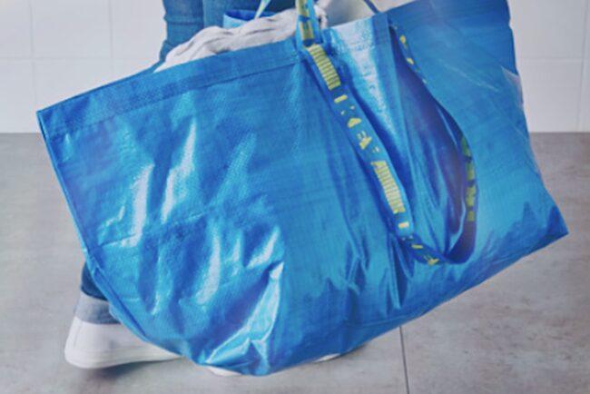 Säg det hem som inte har minst en av dessa blå Ikea-kassar vid namn Frakta i sitt hem?