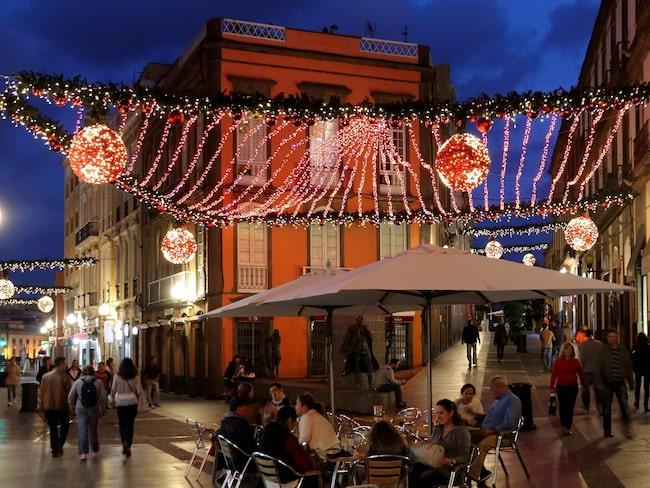 Till stadsdelen Vegueta strömmar lokalbefolkningen under kvällar och nätter.