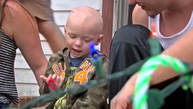 Hela grannskapet firar jul i september för cancersjuke Brody
