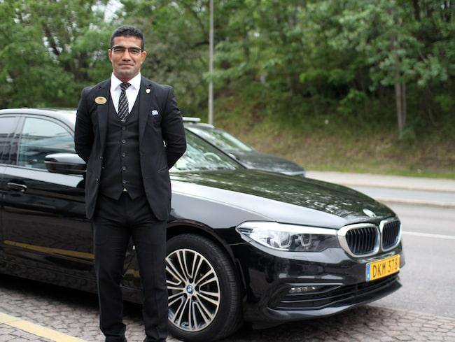 Ako Ameen har varit säkerhetsförare i två år. Han kör en BMW 530e.