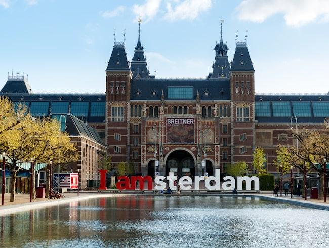Skylten har stått utanför Rijksmuseum sedan 2004.