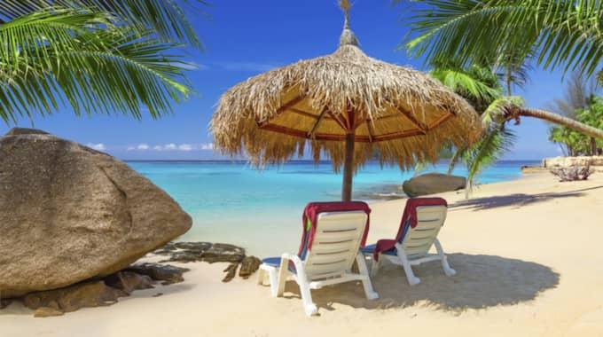 Hela 34,6 procent av vår disponibelinkomst går åt till resor under semestertider. Foto: Getty