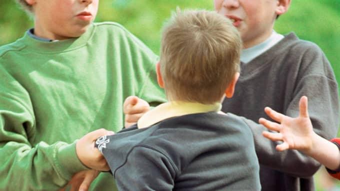 Nu börjar skolan igen, men många barn kommer inte våga gå dit för att de vet att de kommer bli utsatta för mobbning. Foto: Laurence Mouton / LAURENCE MOUTON / PHOTOALTO PHOTOALTO