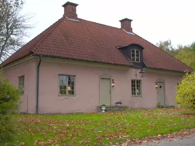 """Ingen deltagare i """"Vem bor här?"""" kan ana vad som döljer sig bakom det ganska anonyma huset från 1700-talet..."""