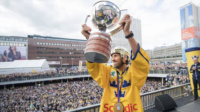 Henrik Lundqvist med VM-pokalen. Foto: JOHANNA LUNDBERG / BILDBYRÅN
