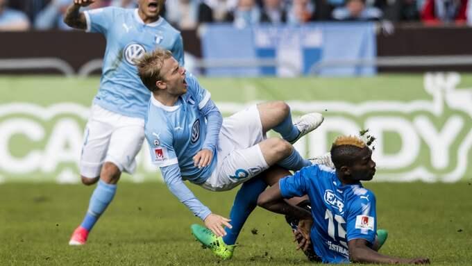 Aboubakar Keita drar på sig rött kort mot Malmö FF. Foto: PETTER ARVIDSON