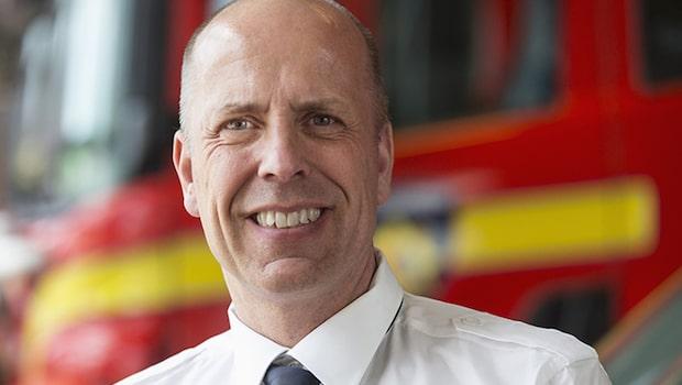 Chefen Nils släckte gräsbranden med en vattenflaska