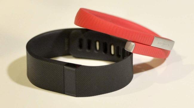 Det här armbandet mäter till exempel hur du rör dig under dagen coh hur många timmar du sovit. Sedan kan du dela med dig av det på sociala medier.