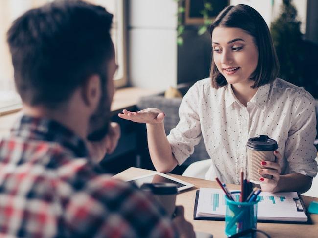 Behöver du bli bättre på att delta i olika samtal? Då ska du öva upp ditt självförtroende.