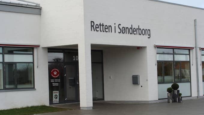 Kan häktas. En 30-årig man är misstänkt för att ha slagit ihjäl Noah, 1,5. år. Pojken hittades livlös i sin säng. Häktningsförhandlingen mot mannen pågår i Sønderborgs tingsrät Foto: DOMSTOL.DK