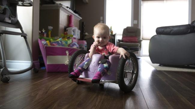 Efter beskedet bestämde sig föräldrarna att bygga sin egen rullstol.